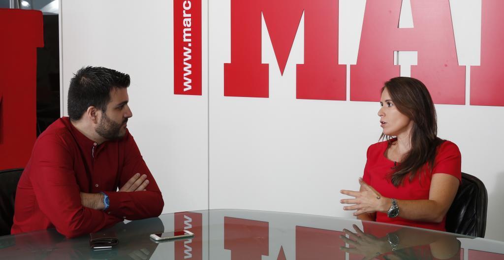 Anabel Medina junto al redactor de MARCA en su visita a la redacción.