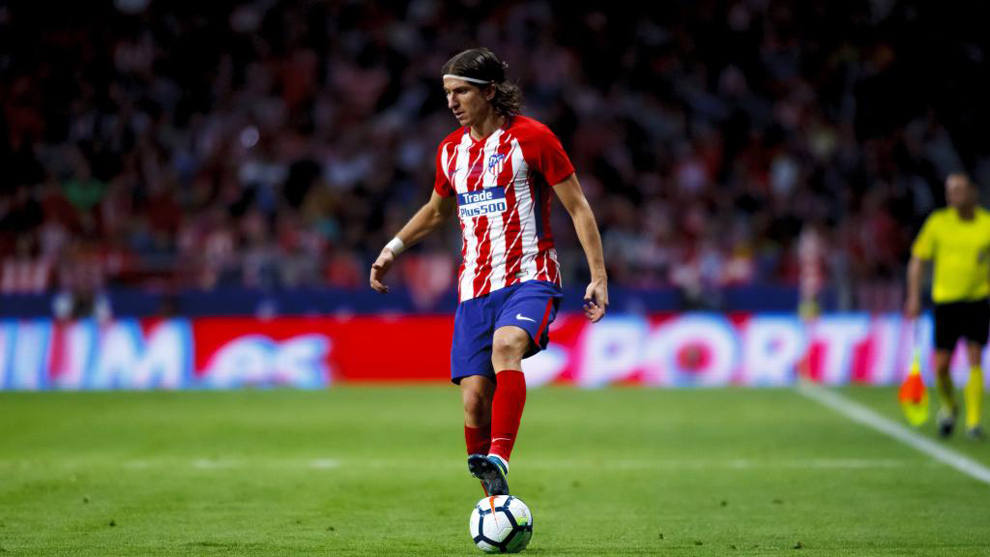 "Filipe Luis on player attitude - ""Eighty percent of players live in a bubble, especially the young players.""They believe that if they go around with a branded bag under their arm, 400 euro shoes and eight tattoos, that they will already be stars and that people will respect them."""