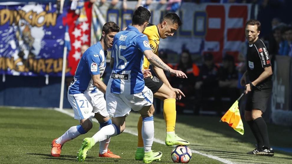 Los jugadores en un partido entre el Lega y el Málaga la pasada...