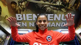 Francisca Lara durante una concentración con Chile en Francia.