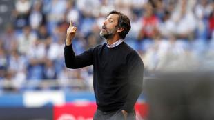 Quique Sánchez Flores (52), durante un partido entre el Dépor y el...