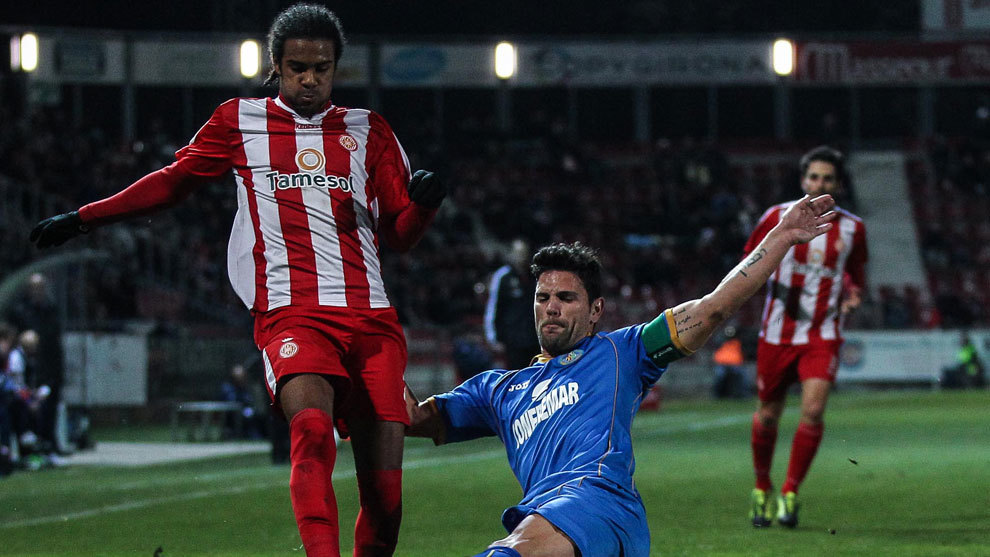 Ramalho disputa el balón en un partido ante el Getafe