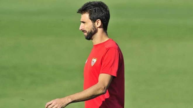 Pareja, durante un entrenamiento con el Sevilla.