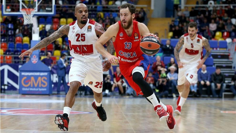 Sergio Rodríguez avanza ante la defensa de Jordan Theodore.
