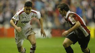 Navas se escapa de Koikili en un Athletic-Sevilla del 2008.