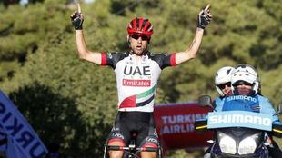 Diego Ulissi celebrando su triunfo en la cuarta etapa.