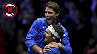 Nadal celebrando con Federer la victoria en dobles en la Laver Cup.