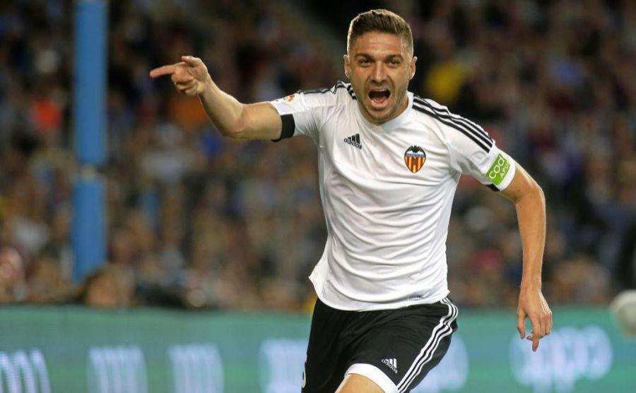 Siqueira celebrando un gol con el Valencia