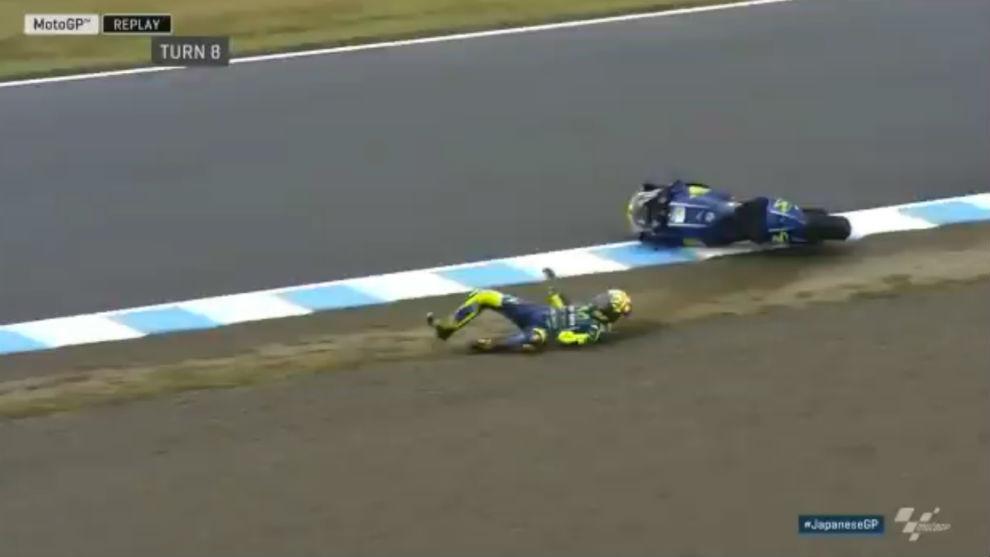 Rossi, al caerse en el FP4