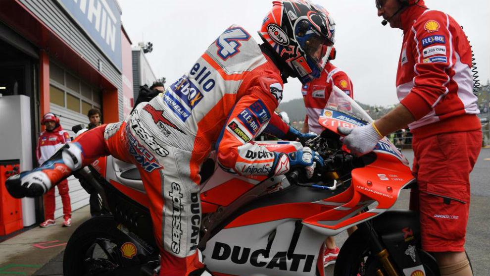 Andrea Dovizioso se sube a su Ducati este sábado en Motegi