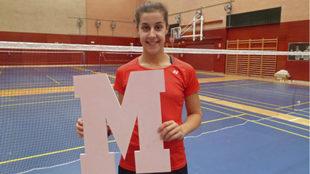 Carolina Marín muestra la 'M' de color rosa, símbolo de...