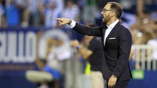 Bordalás (53) da indicaciones en el partido entre el Leganés y el...