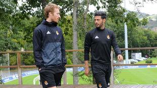 Zurutuza y Carlos Vela, en un entrenamiento de la Real Sociedad.
