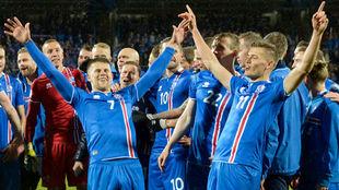 Jugadores islandeses celebrando la clasificación para el Mundial