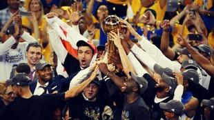 Los Golden State Warrior se llevaron el título de la NBA la temporada...