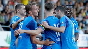 Los jugadores del PSV celebran uno de sus goles.