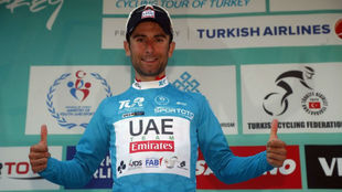 Diego Ulissi celebrando su triunfo en Turquía.