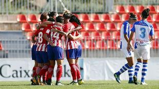Las jugadoras del Atlético de Madrid celebran un gol ante el Sporting...