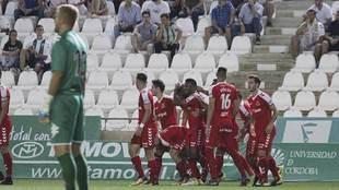 Uche celebra con sus compañeros uno de los dos primeros goles del...