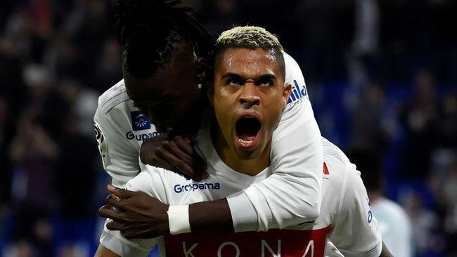 Mariano celebra uno de sus goles en Lyon