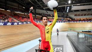 Albert Torres celebra su triunfo en el Ómnium en el Europeo del año...