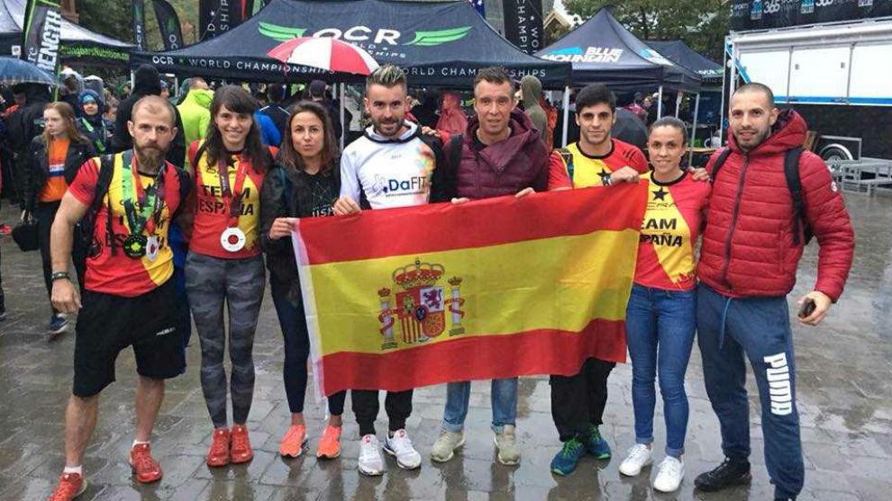 El equipo español, con Lluís Barbe, el primero por la izquierda.