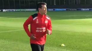 Hirving Lozano, este lunes en su vuelta a los entrenamientos.