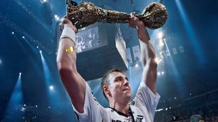Filip Jicha levanta el trofeo de la 'Champions' de 2012