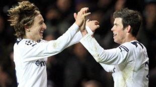 Modric y Bale celebran juntos un gol durante su etapa en el Tottenham.