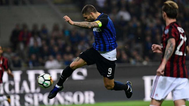 Icardi marca el segundo gol del Inter contra el Milan.