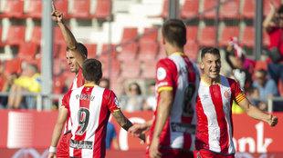 Los jugadores del Girona celebran un gol durante un partido.