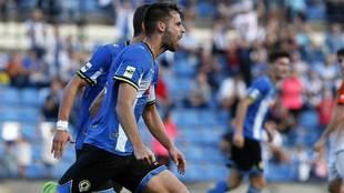Adrià Vilanova  celebra su gol con el Hércules