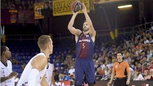 Pau Ribas, lanza durante el encuentro liguero ante el Burgos.