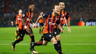 Bernard celebra su gol al Feyenoord.