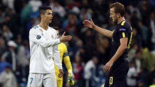 Cristiano y Kane se saludan al final del partido