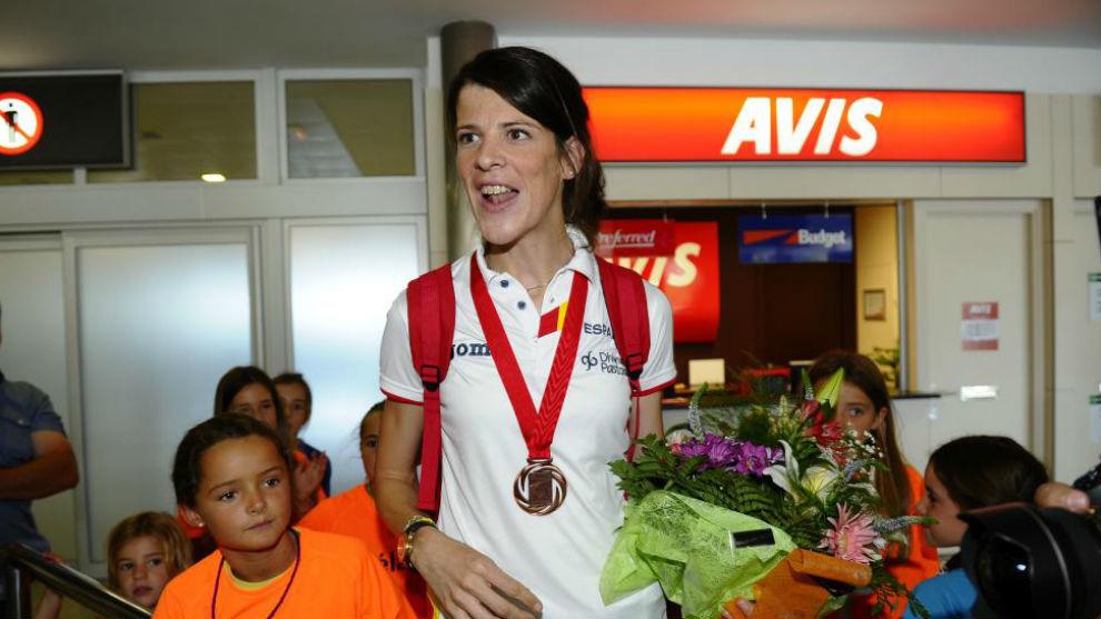 Ruth Beitia, con una de sus medallas al cuello.