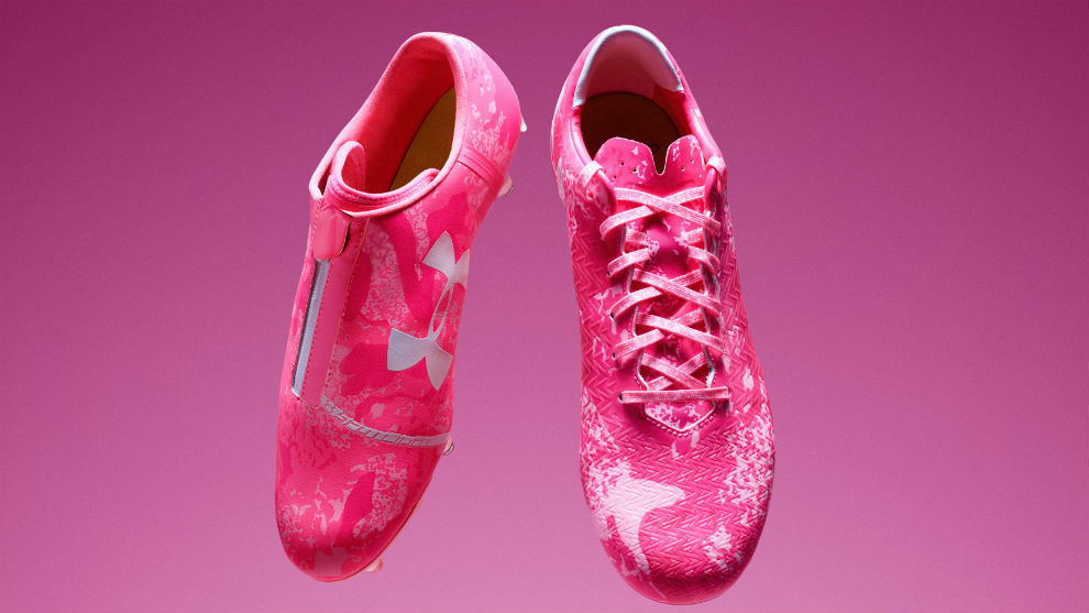 Botas de Under Armour correspondientes a la campaña 'Power in Pink'...