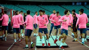 Los futbolistas del Atleti, en una sesión de entrenamiento en el...