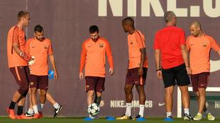 Los jugadores del Barcelona, durante una sesión de entrenamiento...