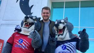 Lobos fortalecen relación de negocios.