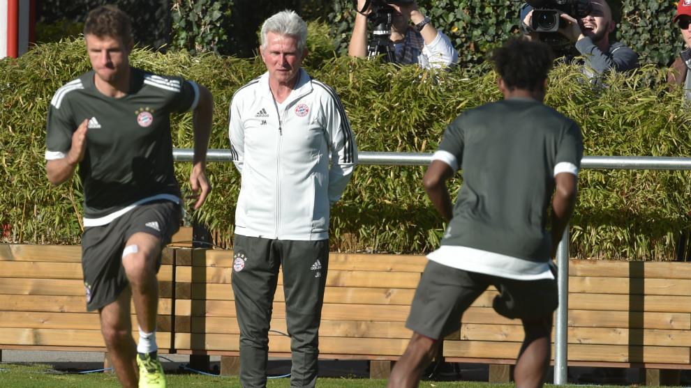 Jupp Heynckes dirigiendo un entrenamiento