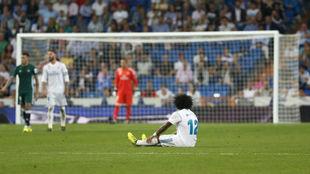 Marcelo en el suelo durante el partido ante el Betis