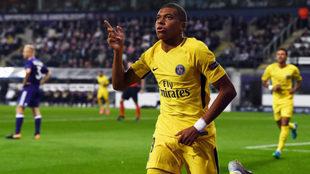 Mbappé celebra su gol al Anderlecht.