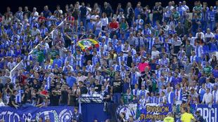 Los aficionados del Leganés en el partido frente al Atleti en...