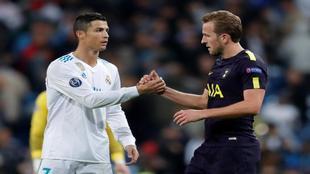 Kane y Cristiano se saludan al final del Real Madrid-Tottenham