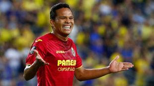 Bacca en un partido con la camiseta del Villarreal.