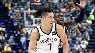 Jeremy Lin, antes de lesionarse en el duelo frente a los Indiana...