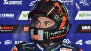 Maverick Vi�ales, en su garaje de Yamaha en Phillip Island este...