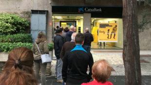 Los independentistas llaman a sacar todo el dinero de los bancos con el hashtag #LaForçaDeLaGent