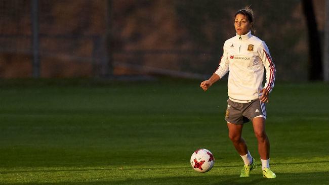 Sandra Hernández durante un partido con la selección española...